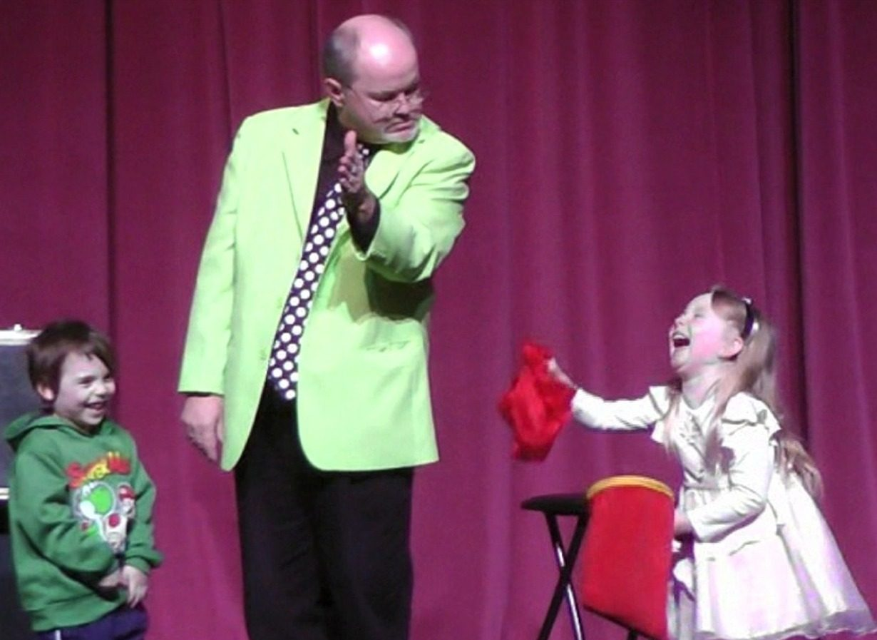 Family Friendly Magician Peter Mennie